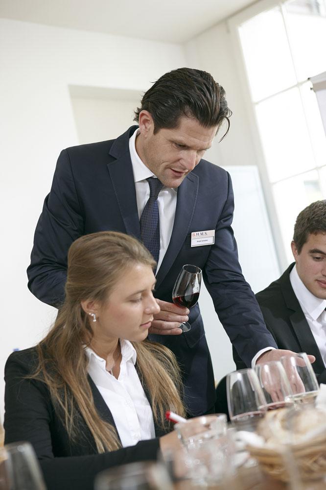 alt - Швейцария, B.H.M.S. Business and Hotel Management School, Бакалавриат,Магистратура,Языковые курсы для школьников, 1